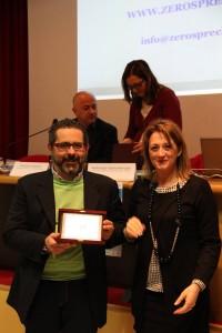 Carla Casciari assessore alle Politiche Sociali della Regione Umbria premia Luigi Bonucci amministratore de Il Castellano Bo.Ca. srl